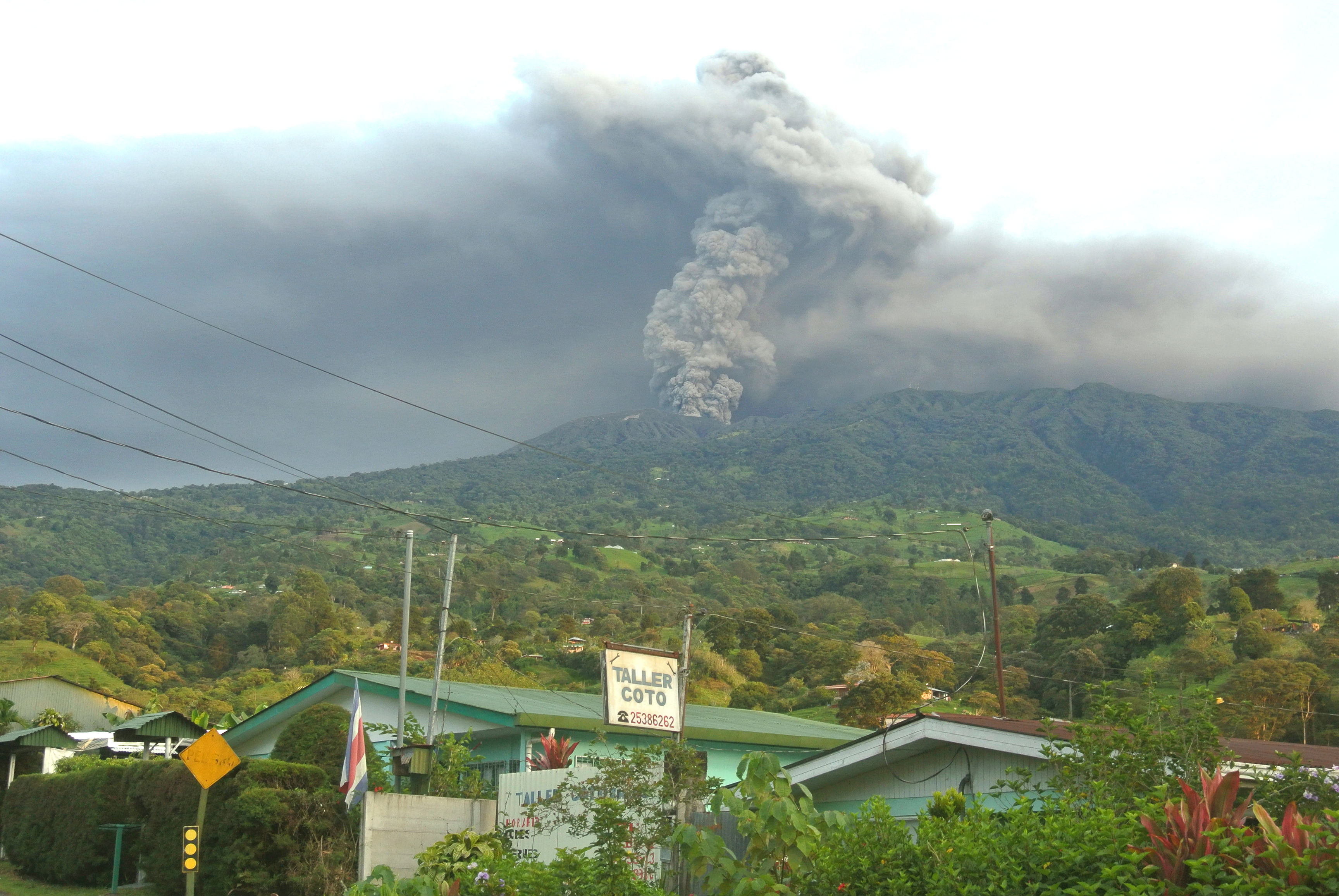 21September: Turrialba Vocano eruption from Santa Cruz at 5:30 am